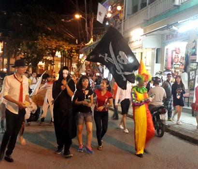 Halloween phố đi bộ Nguyễn Huệ