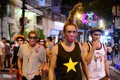 Halloween trên phố đi bộ