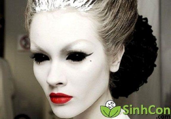 Kiểu trang điểm ma mị phù thủy độc ác