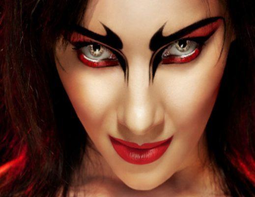 Khuôn mặt sắc đỏ quyền lực và quyến rũ