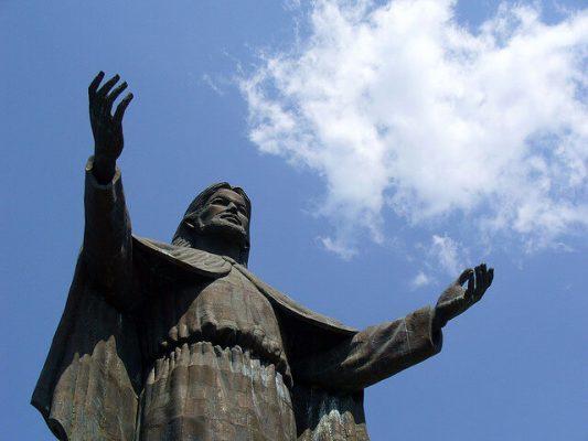 Tượng chúa Kito Vua ở Đông-Ti-Mo