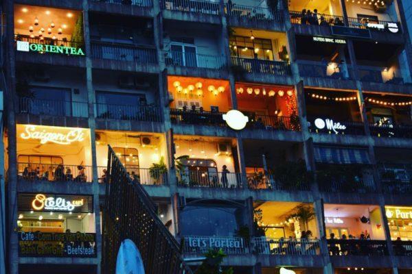 Café chung cư 42 Nguyễn Huệ