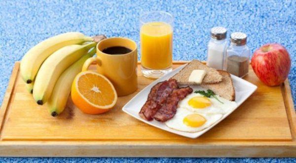 Ăn nhiều loại thực phẩm khác nhau vào bữa ăn sáng