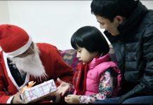 ông già Noel tặng quà tại Hà Nội
