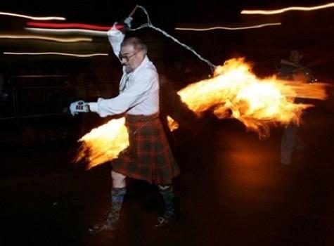 Lễ hội cầu lửa Hogmanay – Scotland