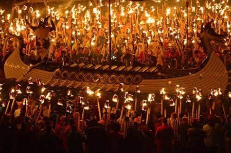Lễ hội Lửa ở Shetland – Anh