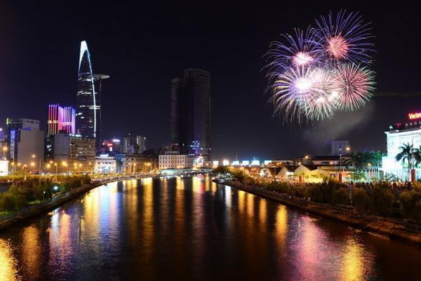 cách chào đón năm mới may mắn và hạnh phúc nhất