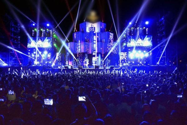 Lễ hội đếm ngược chào đón năm mới 2017 tại Đà Nẵng hứa hẹn hoành tráng với sự góp mặt của các DJ xinh đẹp và dàn sao VOP (ảnh minh họa: Lễ hội đếm ngược chào năm 2016 tại Đà Nẵng)