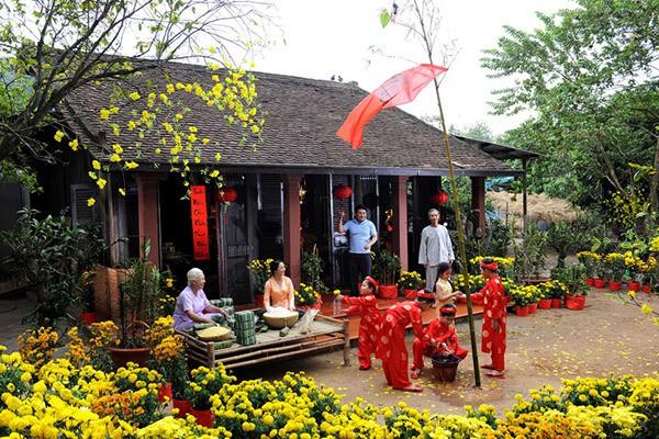 lễ hội hoa mùa xuân rực rỡ chào đón năm mới ở Việt Nam