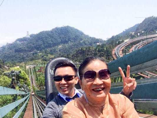 Du lịch với mẹ yêu