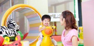 Đồ chơi để chơi đùa với bé yêu là chi phí phát sinh khi có con nhỏ