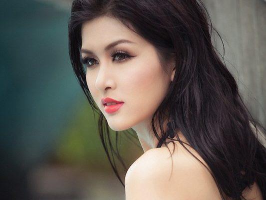 Người mẫu Oanh Yến