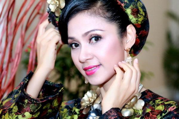 Nữ diễn viên Việt Trinh