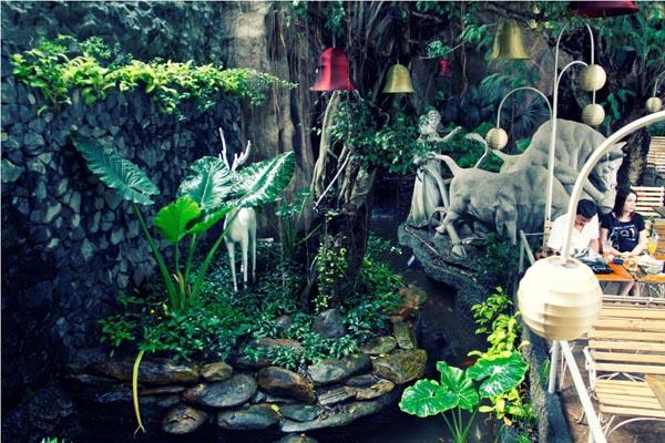 The Myth cổ kính và huyền bí - quán cafe độc đáo