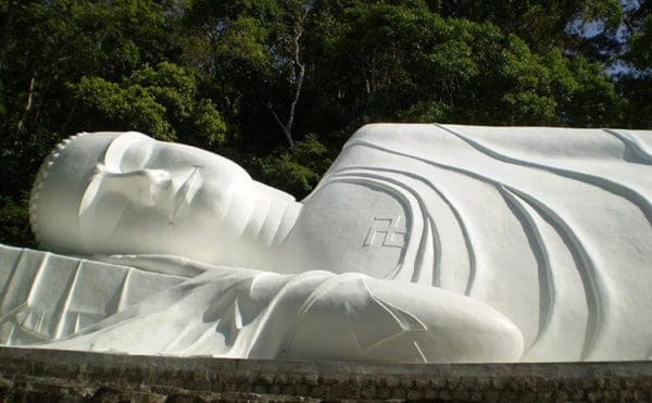 Tượng Phật Thích ca mâu ni nhập niết bàn tại chùa núi Tà Cú- Bình Thuận