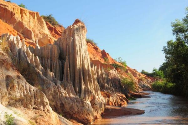 """Những """"khối núi"""" được mài giũa bởi bàn tay thiên nhiên."""