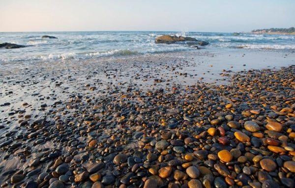 Bãi đá trên biển Cổ Thạch- Bình Thuận