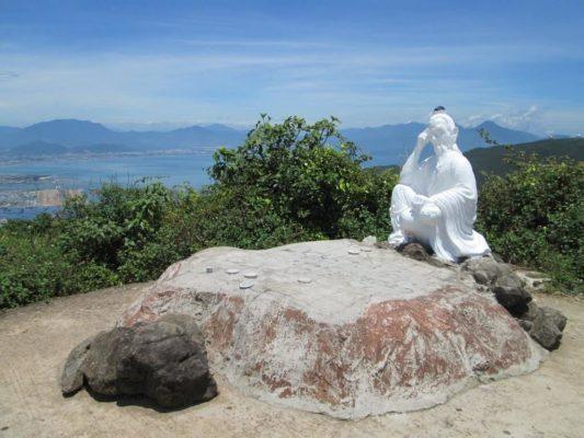 Bức tượng Đế Thích trên đỉnh Bàn Cờ