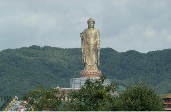 Tượng Phật Mùa Xuân là bức tượng lớn nhất thế giới