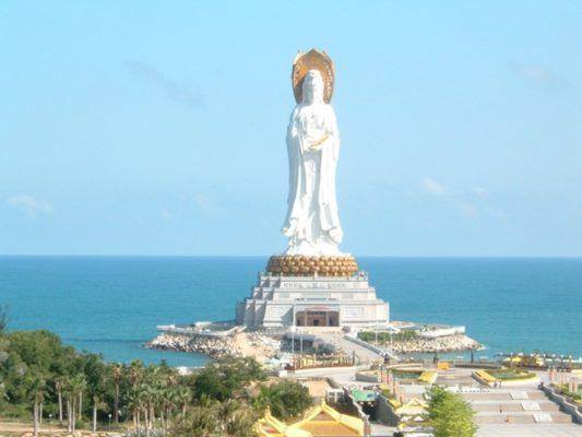 Tượng đài Quan Thế Âm Bồ Tát 3 mặt ở Trung Quốc
