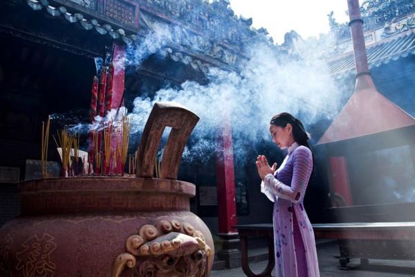 điều kiêng kỵ khi viếng thăm đền chùa