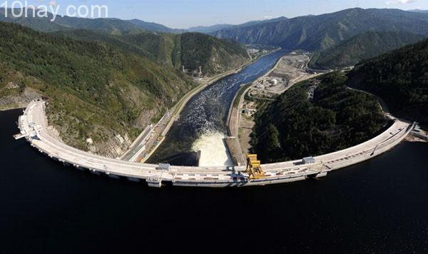 Nhà máy thủy điện Sayano - Shushenskaya